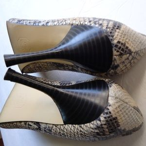 Isaac Mizrahi Shoes - Size 8,5.Leather snakeskin Stiletto print pumps .